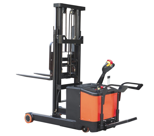 Reach electric forklift